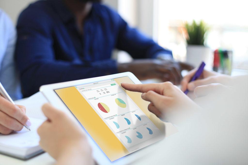 Handläggare som använder Digitala samtal insikter för planering som ett resultat av digitalisering av äldreomsorgen