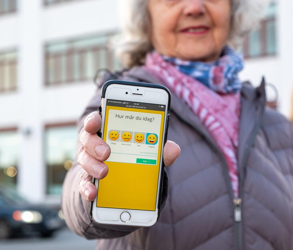 """En enkel fråga som """"hur mår du"""" kan vara det viktigaste verktyget för digitalisering av äldreomsorgen"""