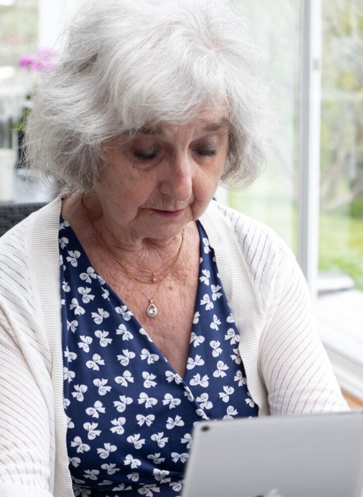 Hur kan digitalisering av äldreomsorgen fungera?